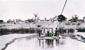 För att ge turister tillgång till parken fanns pontoner tillgängliga för att ta folk över Crocodile River, Sabie River och Crocodile River